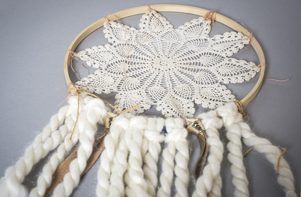 DIY Holiday Wall Hanging | Soul Flower Blog | Soulflower | Christmas | Decoration | DIY | Craft | Dreamcatcher