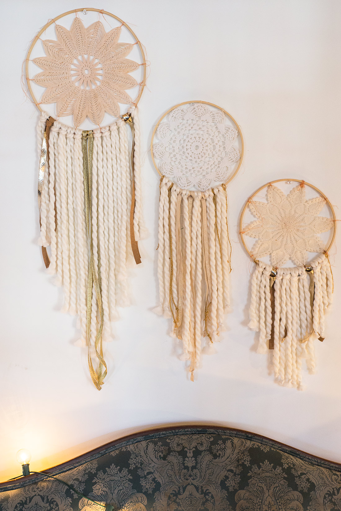 DIY Holiday Wall Hanging | Soul Flower Blog | Soulflower | Christmas | Decoration | DIY | Craft | Dreamcatcher
