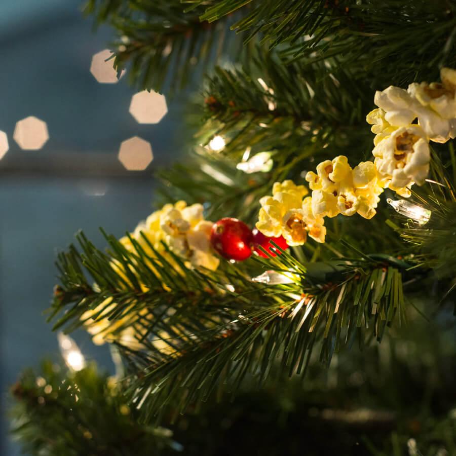 DIY Popcorn Garland | Soul Flower Blog | Soulflower | Holiday | Christmas | Decorations | DIY | Crafts