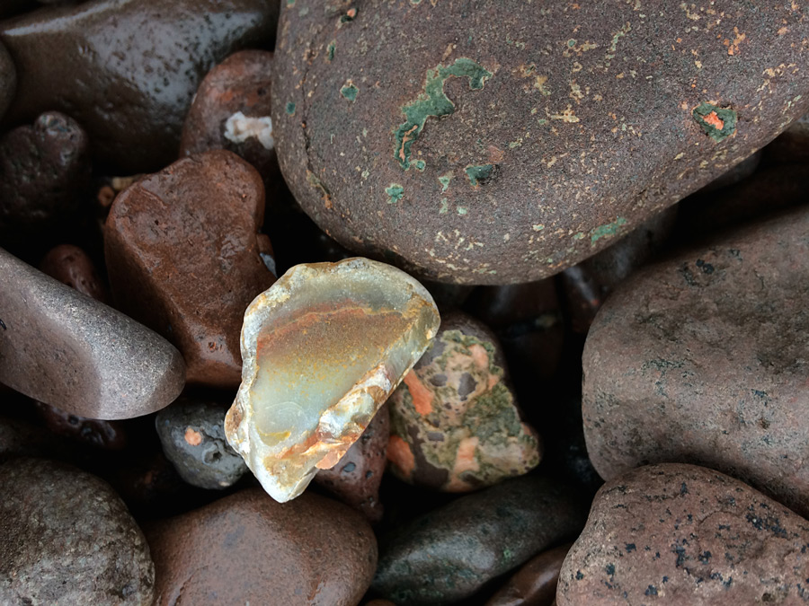 Agate Search at Lake Superior | Soul Flower Blog | Soulflower | Cabin | Minnesota | Camping | Crystals