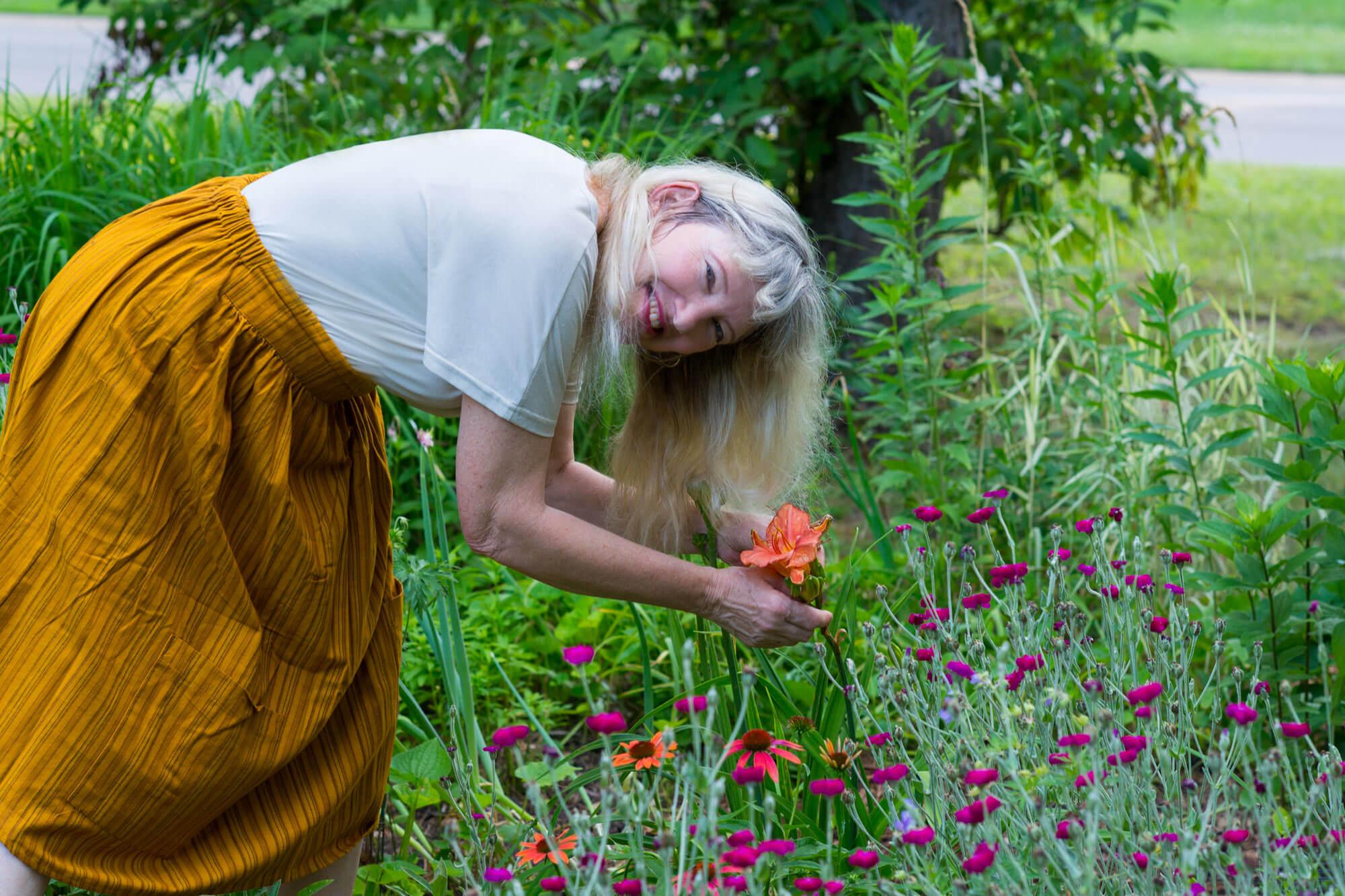 JosieLaura 2020 105 - A Walk in the Garden