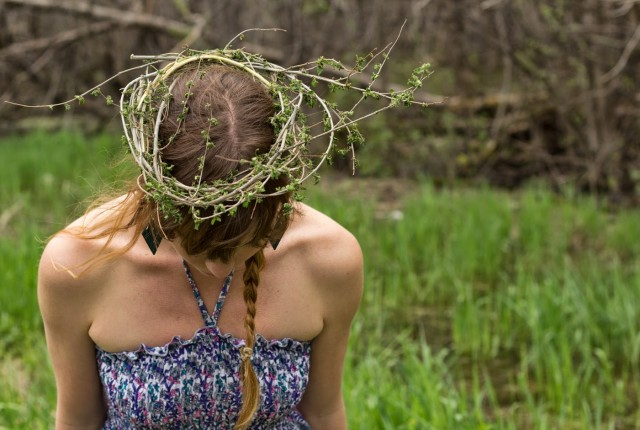 forest crown diy blog e1424122078763 640x430 - How to Make a Twig Crown (DIY!)