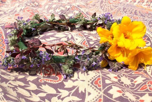 hippie flower crown 9 640x430 - Hippie Flower Crown- DIY Flower Crown Headband