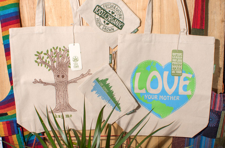 hippie merchandising display bag2 - DIY Retail Display Ideas to Try in Your Shop