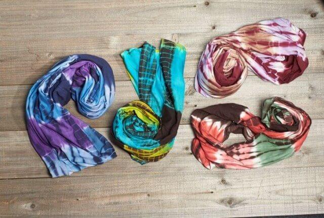 infinity scarf1 640x430 - Tie-Dye Infinity Scarf: Totally Wishlist Worthy
