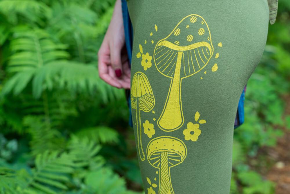 retro funky mushrooms cropped leggings - The Art of Leggings